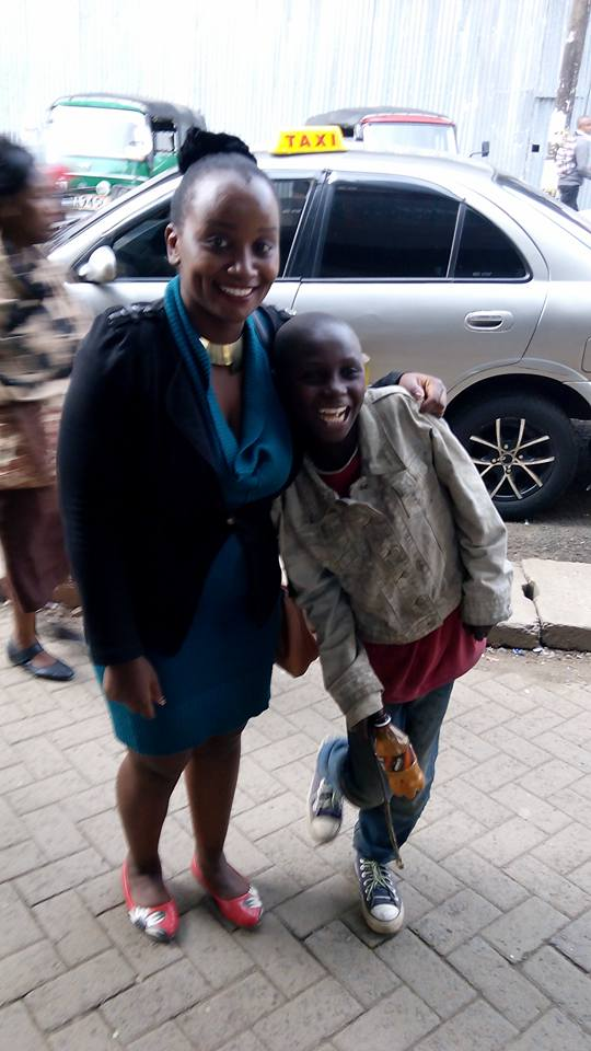 Beautiful Kenyan lady spends her birthday with street children 2