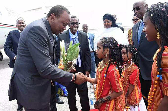 uhuru-kenyatta-in-somalia-2
