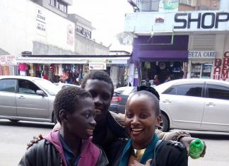 Beautiful Kenyan lady spends her birthday with street children