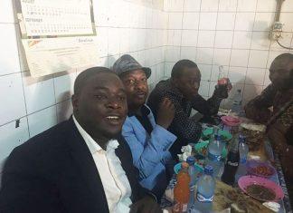 President Uhuru Kenyatta in Kibra having lunch Nyama Choma, accompanied by senator Mike Sonko, Sakaja and Women rep Rachel Shebesh