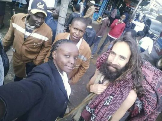 kenyans-still-taking-photos-with-jesus-christ-in-nairobi-mai-avenue