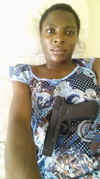 Eastleigh Lady Thug Poses with a Gun just days after promising Revenge for Her Brother