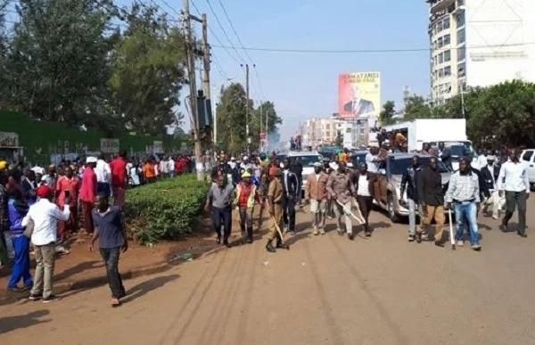 Hon Raila Odinga stoned in Thika Photos