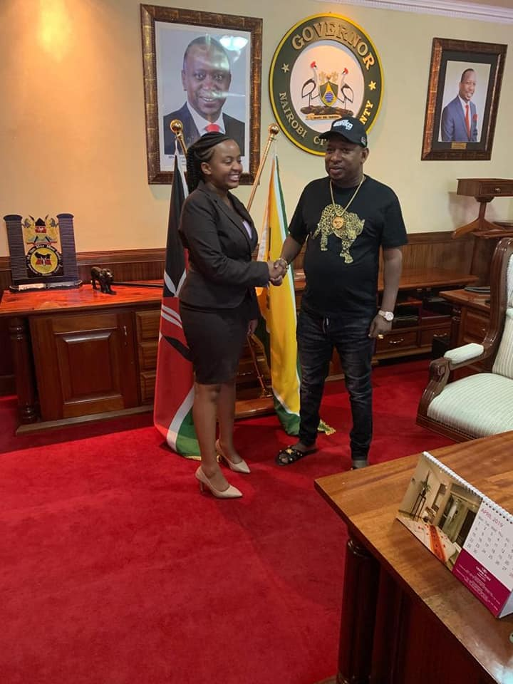 Ann Mwangi Mvurya and Mike Sonko - See what Governor SONKO did to the first ever UoN students President because of her stunning beauty in his office? Hii ni fisi ingine!